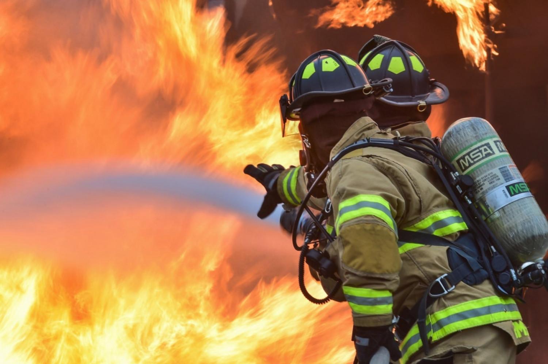 Hvad er en sædvanlig selvrisiko i en brand- og stormskadeforsikring i AB 92/AB 18?