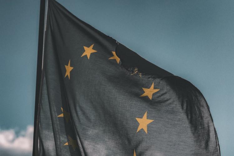 Udførelse af vagttjenester og lignende ved kontorer for det italienske postvæsen var omfattet af forsyningsvirksomhedsdirektivet.