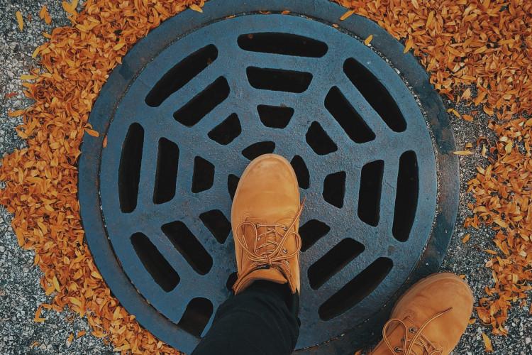 Prop i kloakken og spildevand i kælderen – Er det forsyningsselskabets ansvar?