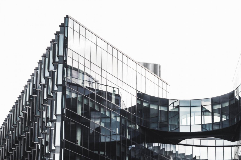 Folketinget stiller skarpt på ansættelsen af erhvervsejendommes grundværdier