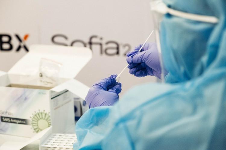 Nyt lovforslag kræver at virksomheder indhenter PCR-test fra tilrejsende medarbejdere