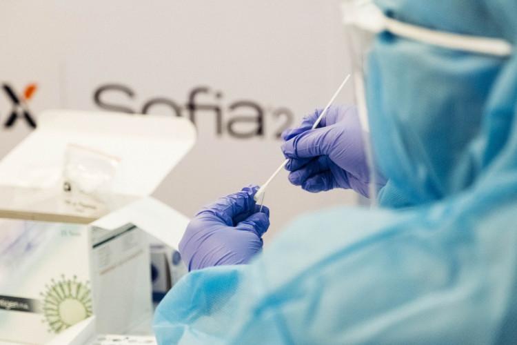 COVID-19: Ny lov om PCR-testning af tilrejsende arbejdskraft vedtaget og træder i kraft med øjeblikkelig virkning