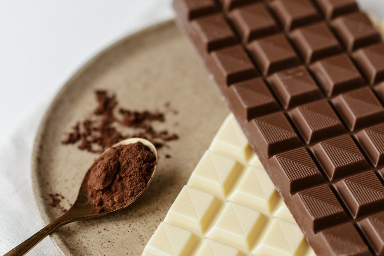 Kontrolindsats mod smugling og ulovlig handel med chokolade- og sukkervarer fører til opkrævninger for 320 mio. kr.
