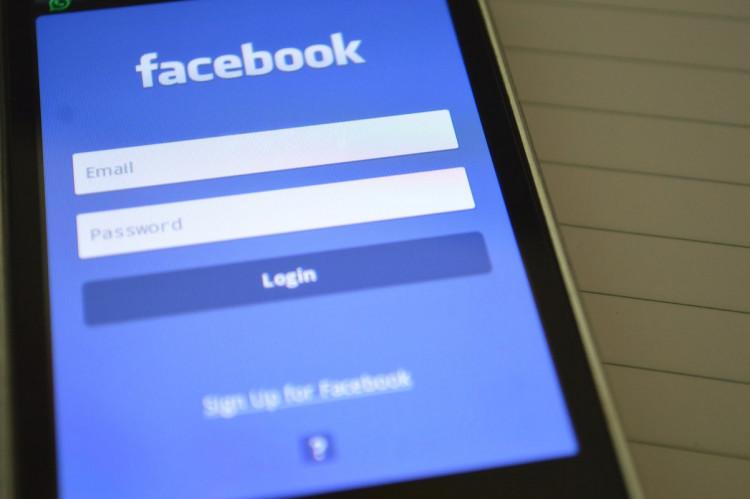 Må du bringe billeder af personer på sociale medier uden deres accept?