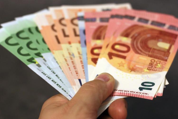Som SMV er det muligt at få op til EUR 1.500 i tilskud til varemærke- og/eller designansøgninger