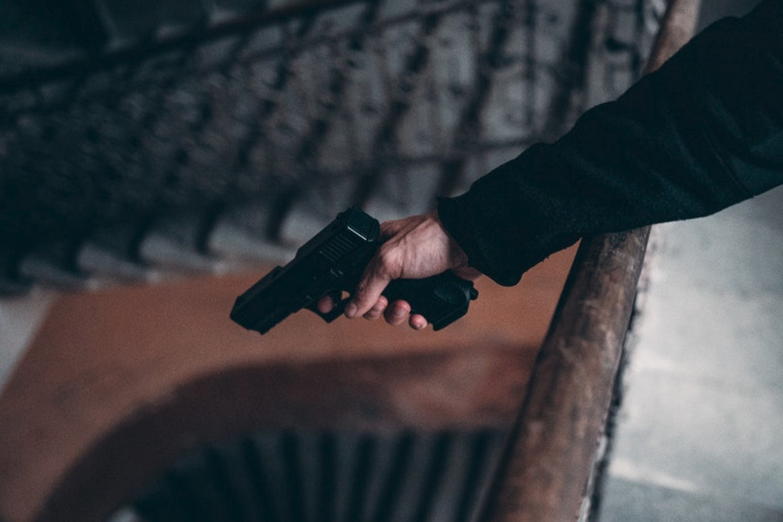 Alment lejemål ophævet som følge af, at lejers søn blev idømt ubetinget fængsel for ulovlig våbenbesiddelse