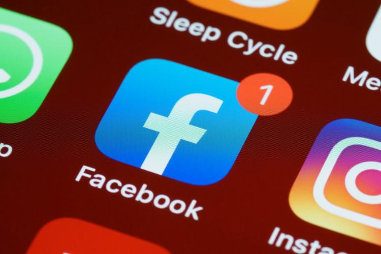 Et øjebliks tankeløshed på Facebook kunne ikke berettige bortvisning